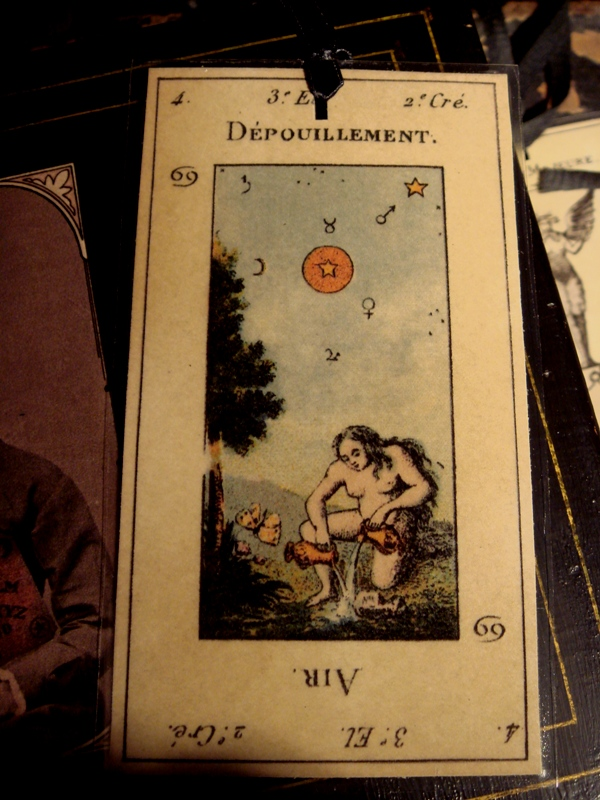depouillement old world tarot card book maker